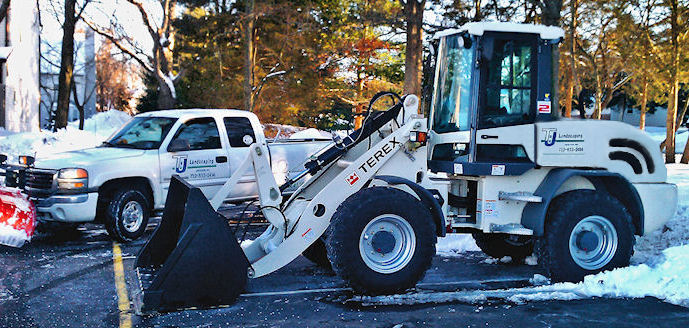 snow plow truck with extendable plow blade Blizzard